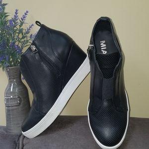 💗Brand new Mia wedge sneakers